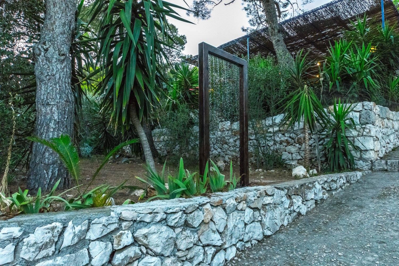 GATES OF PURGATORY, METAL INSTALATION, 230X80X10CM, PALMIŽANA 2017 (3)